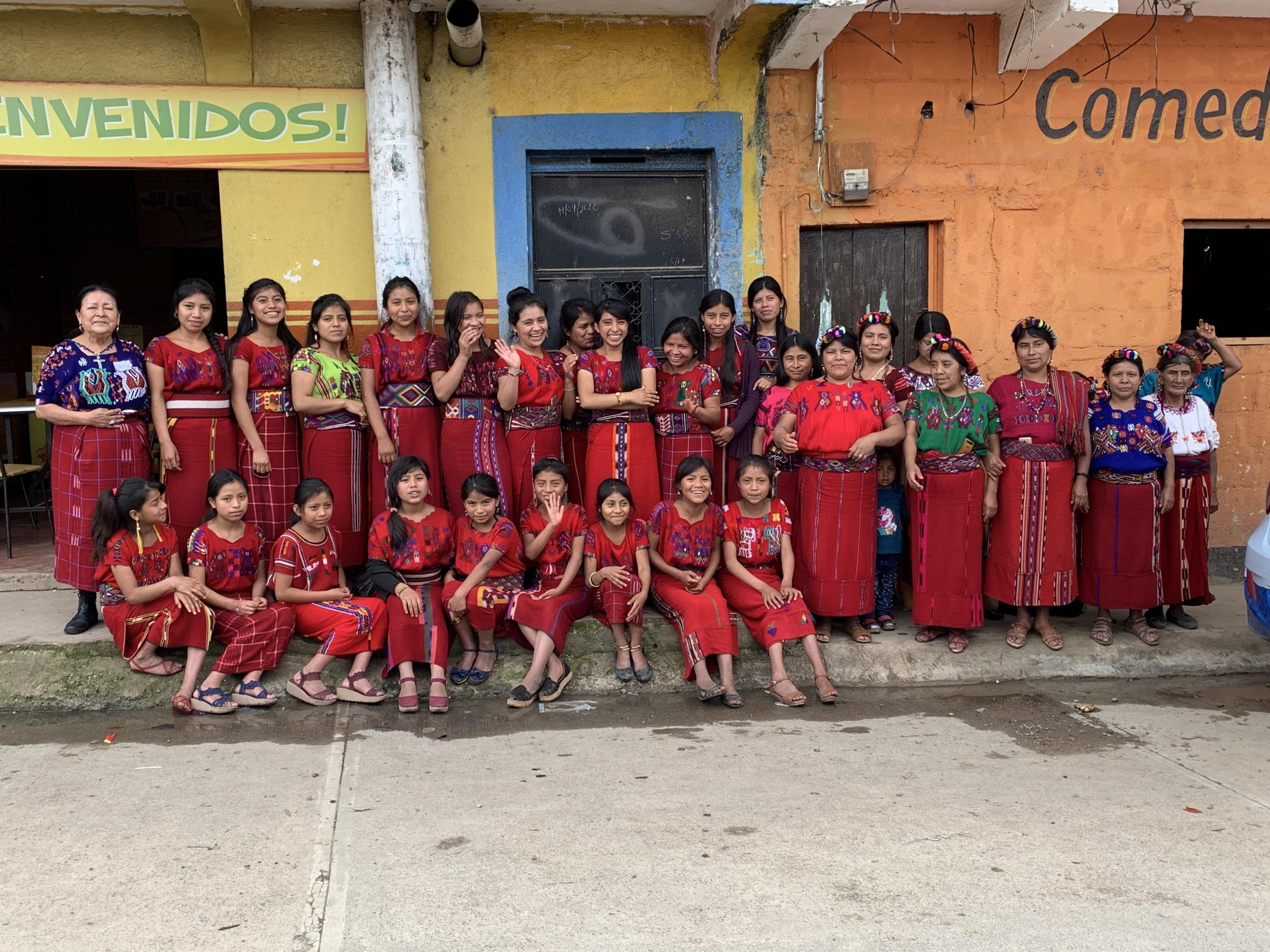 Group of Ixil women and girls