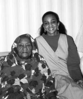 [Fatima Ahmed with her mother, Zenab Mohamed Nour - c.Peace Women Across the Globe]